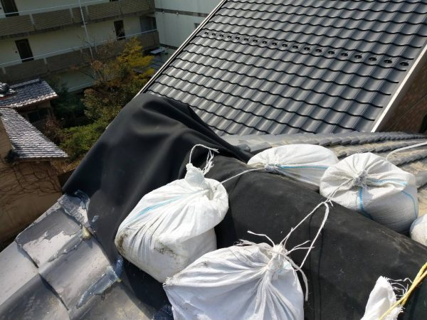 京都市北区T美術 瓦屋根仮修繕シート防水工事