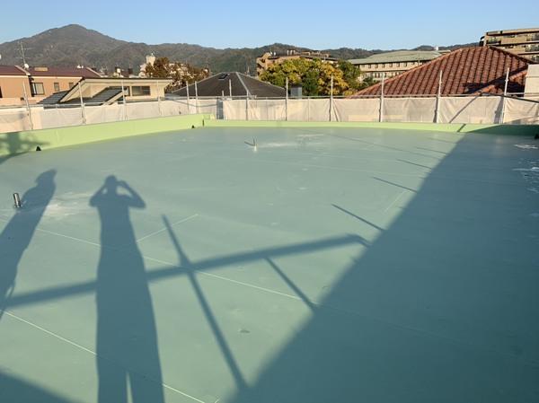 屋上のビル防水工事で耐久性が高い上に、値段が抑えられる工法