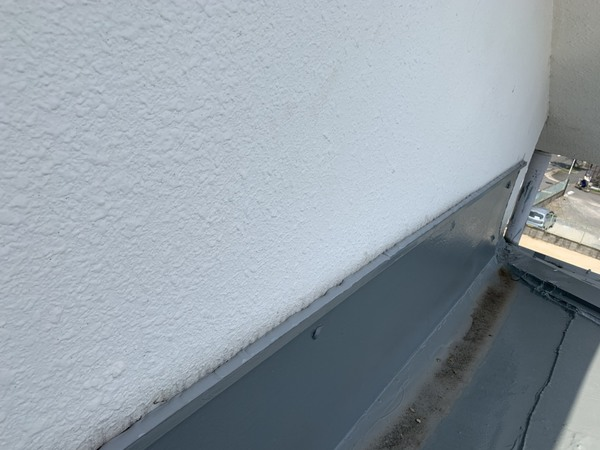 壁からも漏水します