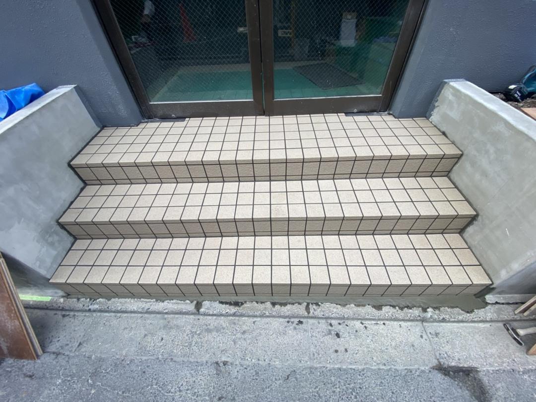 京都市南区Oマンション エントランス階段改修工事のサムネイル