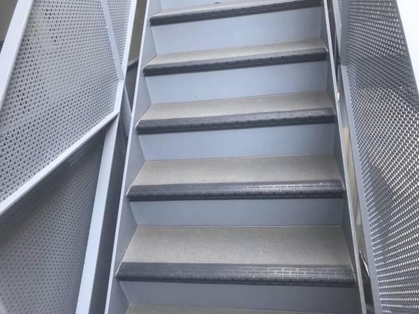 京都市山科区 Hマンション 階段長尺シート工事