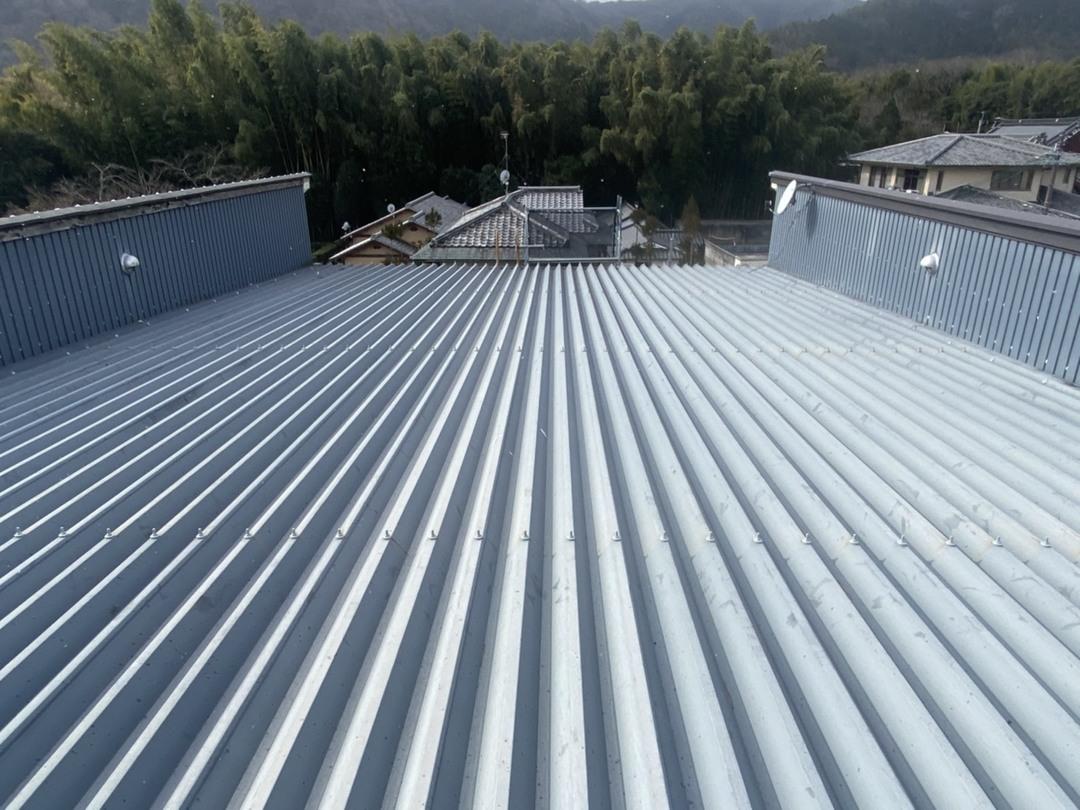京都市右京区 Aカフェ 折半屋根ボルト工事のサムネイル