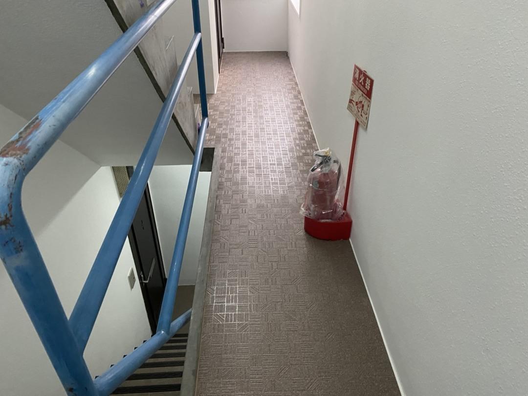 京都市上京区 Cマンション 廊下長尺シート貼り付け工事のサムネイル