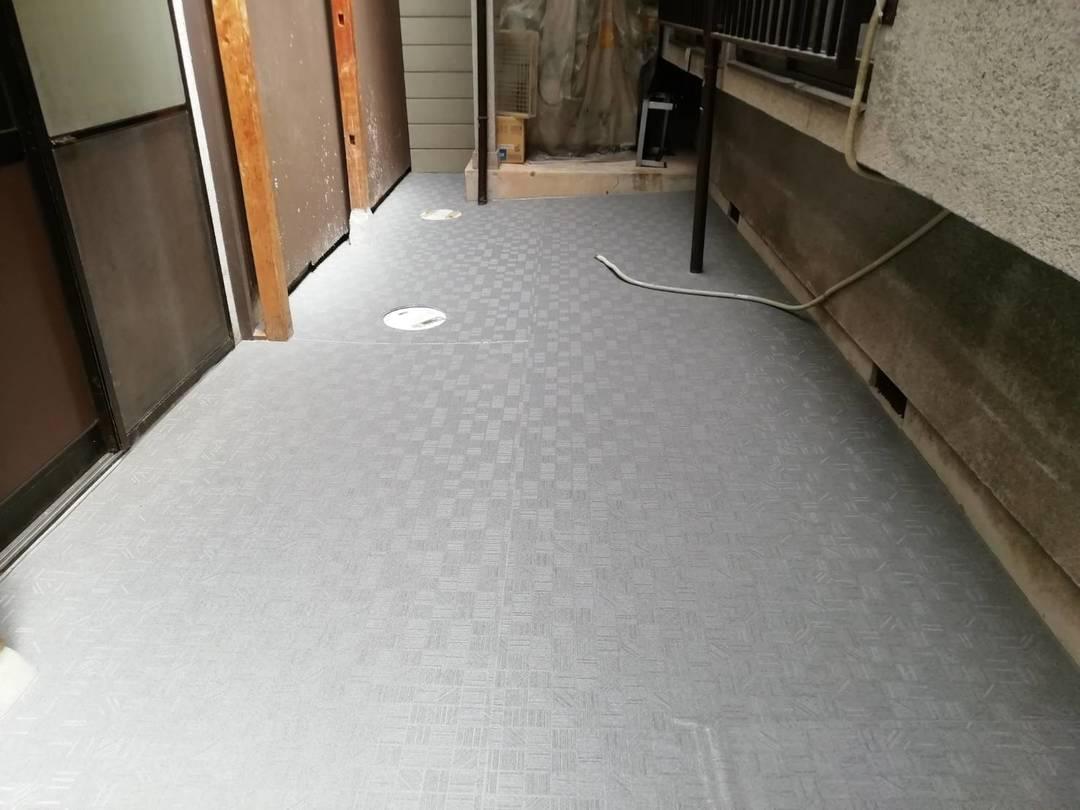 京都市左京区 和菓子屋O様 床面滑り止め長尺シート貼り工事のサムネイル